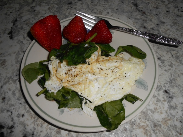 egg whites spinach and strawberries